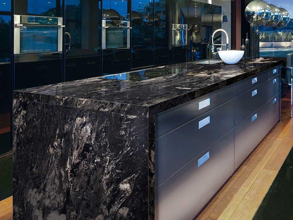 Schwarzer Granit Bearbeitungen Und Typologie Marmi